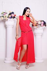 красное, нарядное платье