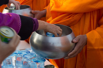 make merit by offer food to monk