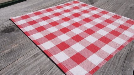 setting tablecloths