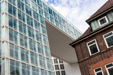 Bürogebäude alt und neu
