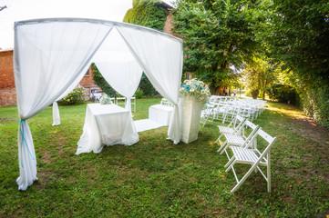 Addobbi per celebrazioni nozze civili all'aperto