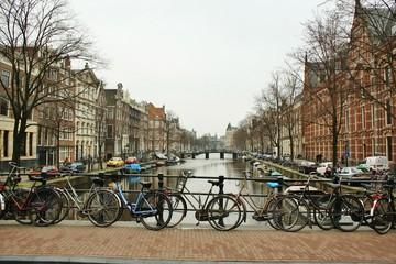 アムステルダム 運河と自転車