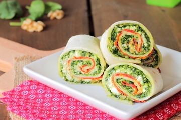Roll-up sandwich with pesto, lunchmeat and ricotta