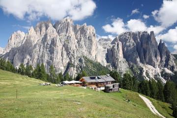trentino dolomiti paesaggio di alta montagna