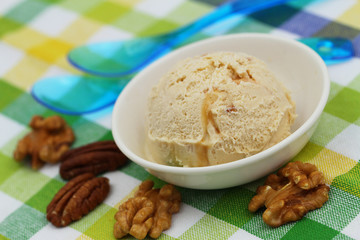 Walnut, pecan and caramel ice cream