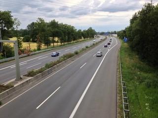 Mit dem Auto auf der Autobahn unterwegs