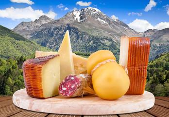 tagliere di formaggio e salame montani