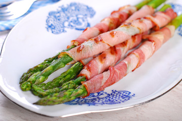 grilled green asparagus wrapped in bacon