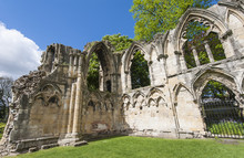 Ruines de l'église médiévale dans la ville antique anglais