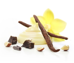 Vanilla pods and cream isolated