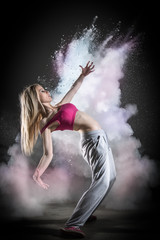 Fumée et danseuse