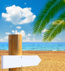Paradise beach with empty wooden sign - Vacation concept