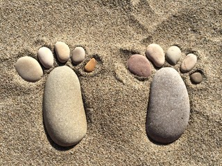 Stone feet, message, don't stay,move
