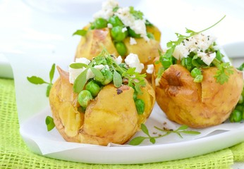baked potato with green pea