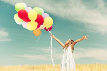Kind mit Luftballons