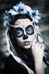 Sugar Skull Frau Portrait mit Hintergrund