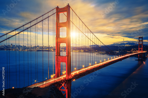 Fotobehang San Francisco Famous Golden Gate Bridge at sunrise