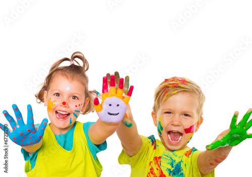 Leinwandbild Motiv zwei Kinder mit bunten bemalten Händen