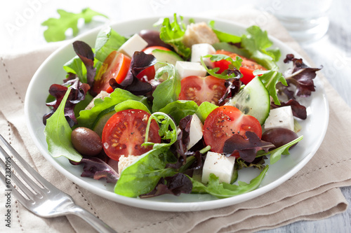 Aluminium Salade healthy salad with tomatoes olives and feta cheese