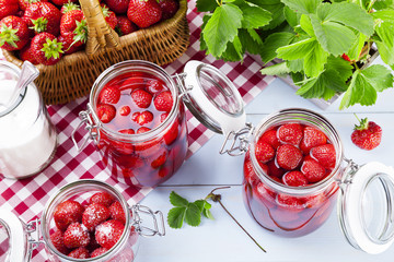 Homemade preserves, prepare compote of strawberries.