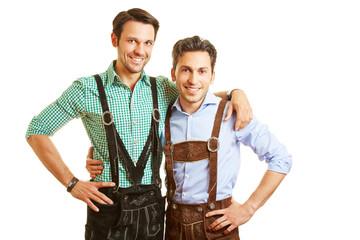 Zwei bayrische Männer in Lederhosen