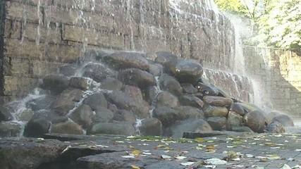 荒々しい滝の流れ Part 2