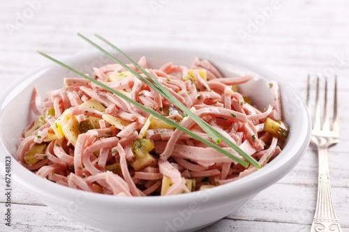 Fotobehang Snack Wurstsalat mit Schnittlauch