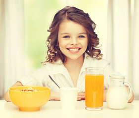 girl with healthy breakfast