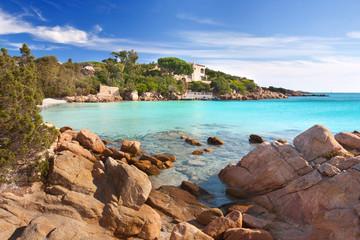 Strand mit türkisfarbenen Wasser