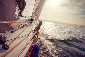 Sailing under wind a