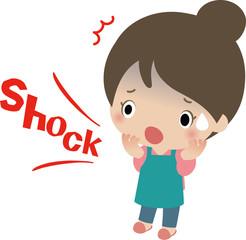 ショックを受けるエプロン姿の女性