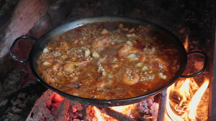 Processes in a paella cooked on a wood fire