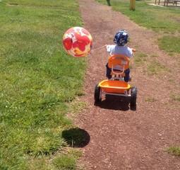 çocuk ve bisiklet gezisi
