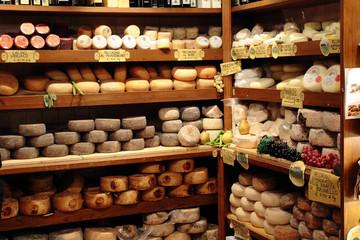 formaggio pecorino prodotto tipico di pienza siena