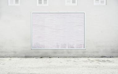 Freies Plakat an sauberer Wand