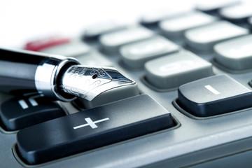 Taschenrechner und Füller