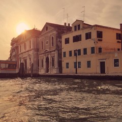 Häuser am Meer in Venedig