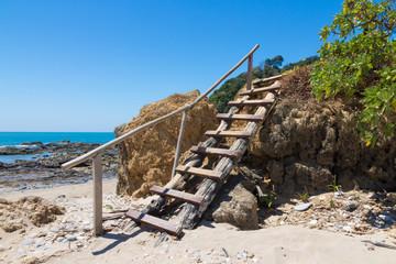 Holztreppe am Strand