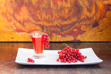 red currant liqueur