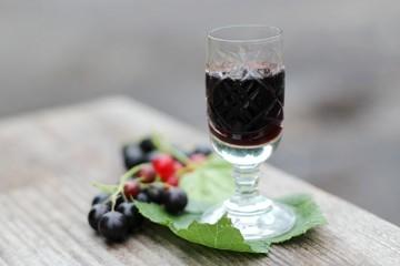 Currant liqueur