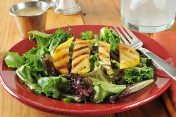 Salad with grilled pears