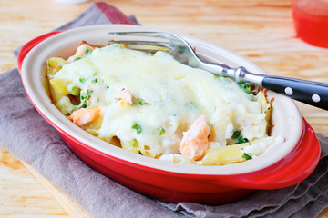 fish and pasta with cheese sauce