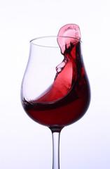 揺れる赤ワイン