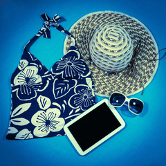 Bikini, Tablet, Strohhut, Sonnenbrille