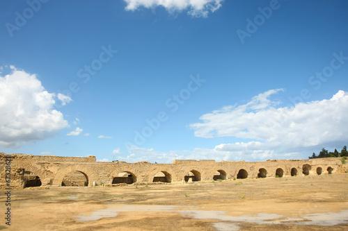 Fotobehang Tunesië Roman aqueduct arches near Carthage
