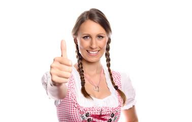 Eine junge Frau im Dirndl gibt ein Daumen hoch Zeichen