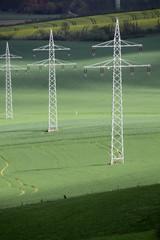 Überland-Stromleitung im nordlippischen Bergland