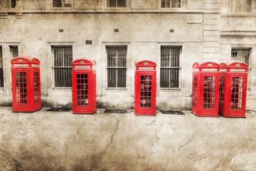 nostalgisch texturiertes Bild roter Telefonzellen in London
