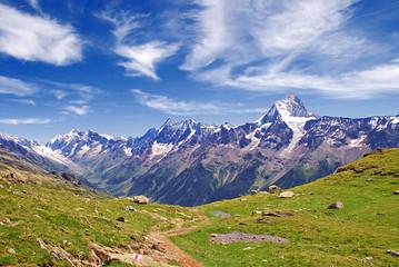 Herrlicher Blick auf die monumentale Bietschhorn-Kette im Wallis