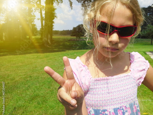 canvas print picture Girl showing peace sign